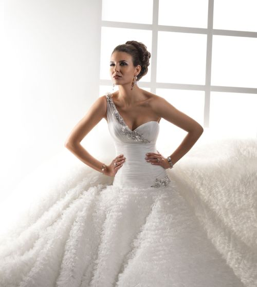 Vestiti Da Sposa Noleggio.Noleggio Abiti Da Sposa Divisione Cerimonia